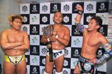 タッグ王者組から勝利した岡田、秋山、大石