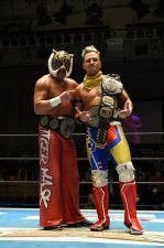 新王者となったタイガーマスク&ロビー・イーグルスの鷲虎タッグ