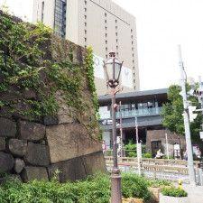 飯田橋駅のそばに残る牛込門の石垣。東京の中心地には、多くの見附跡の遺構が残る