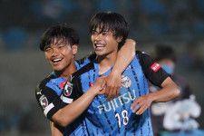 横浜FM戦で1G1Aの活躍を披露した三笘 photo/Getty Images