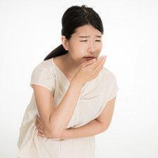 「胸焼けして口の中が酸っぱい」原因は?…逆流性食道炎 加齢で胃の入り口が緩み