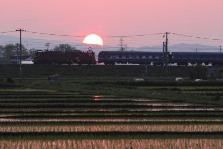 夕暮れの奥羽本線を行く「あけぼの」