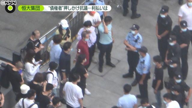警官が撮影妨害…報道に神経質 恒大本社前