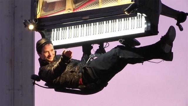 幻想的 宙づりピアノコンサート ドイツ