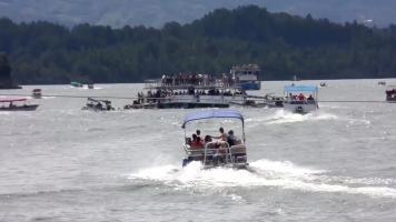 コロンビアで観光船が沈没