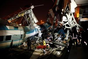 鉄道事故で4人死亡、負傷者多数