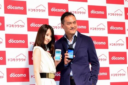堀北真希・渡辺謙が出席/ドコモ「2012夏モデル」発表会