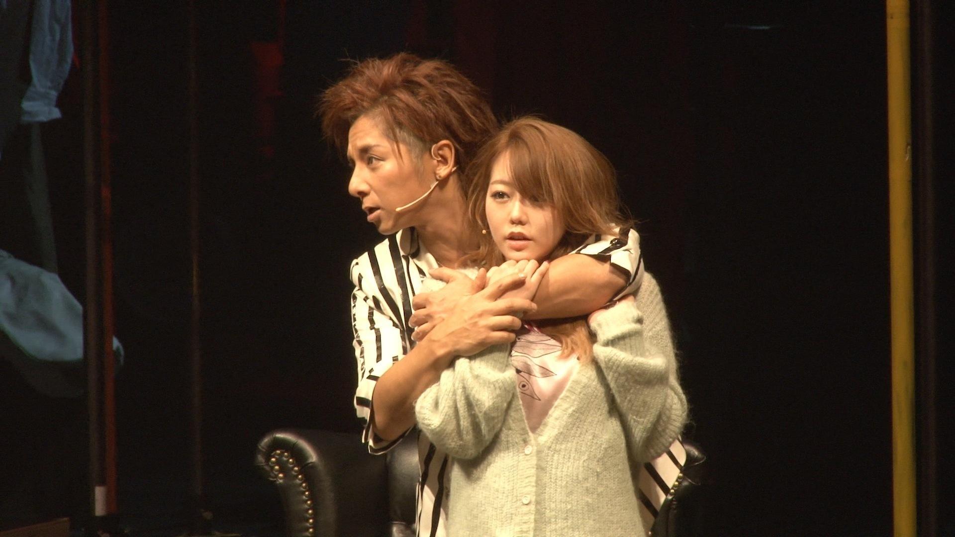 観客を巻き込み松岡充のマクヒィスが熱く歌う!吉本実憂・峯岸みなみ(AKB48)らが出演の「三文オペラ」1月23日からKAATで開幕!