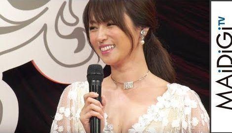 深田恭子、花刺しゅうのロングドレスで艶やかに 美の秘けつは「食」 「VOCE BEST COSMETICS AWARDS 2017 」