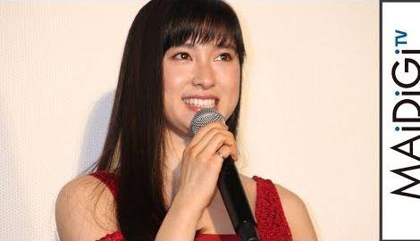 土屋太鳳、赤のミニドレスで美脚すらり 美デコルテも披露 映画「8年越しの花嫁 奇跡の実話」初日舞台あいさつ1