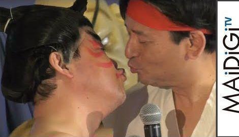 佐賀県知事、リュウのコスプレでダチョウ上島とキス? 「ストリートファイター佐賀 佐賀ット商店 オープニングイベント」2