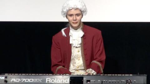 Matt、ピアノ演奏を生披露 歌手デビューに意欲「曲のストックある」