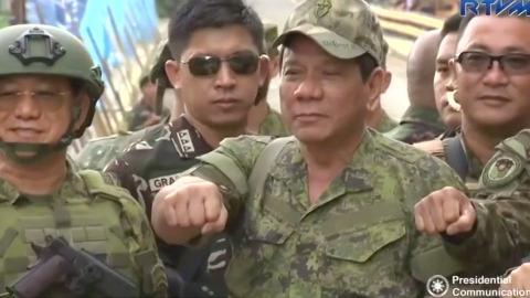 フィリピン大統領がマラウィ解放を宣言、5カ月に及ぶ戦闘に幕(字幕・17日)