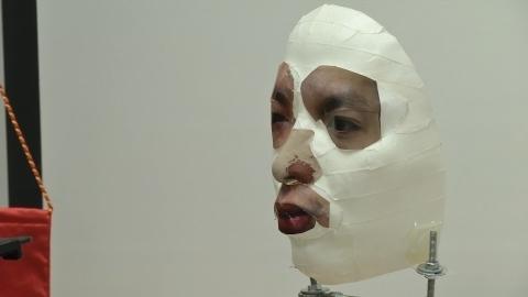 「iPhoneX」顔認証に死角、3Dプリンタのマスクで解除(字幕・15日)