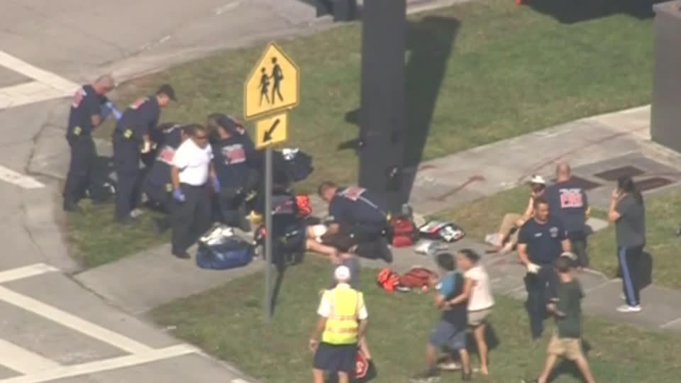 フロリダ高校銃乱射事件でFBiが事前通報を放置、遺族が怒り(字幕・17日)
