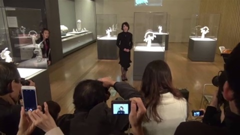 セーヴル展 開幕イベント、女優の賀来千香子さん来館