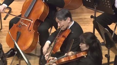 皇太子さま、母校の演奏会でビオラの演奏を披露