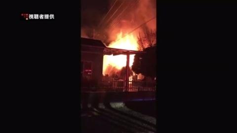 埼玉・川口の材木置き場が全焼、1人が軽いやけど