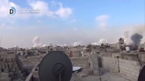 シリアで反体制派支配地域への空爆続く、死者300人以上か