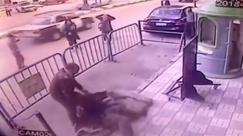 3階から子ども落下、警察官が見事キャッチ