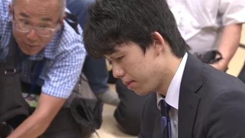 藤井聡太四段、歴代1位タイの28連勝