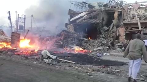 ソマリア史上最悪のテロ、自動車爆弾で231人死亡