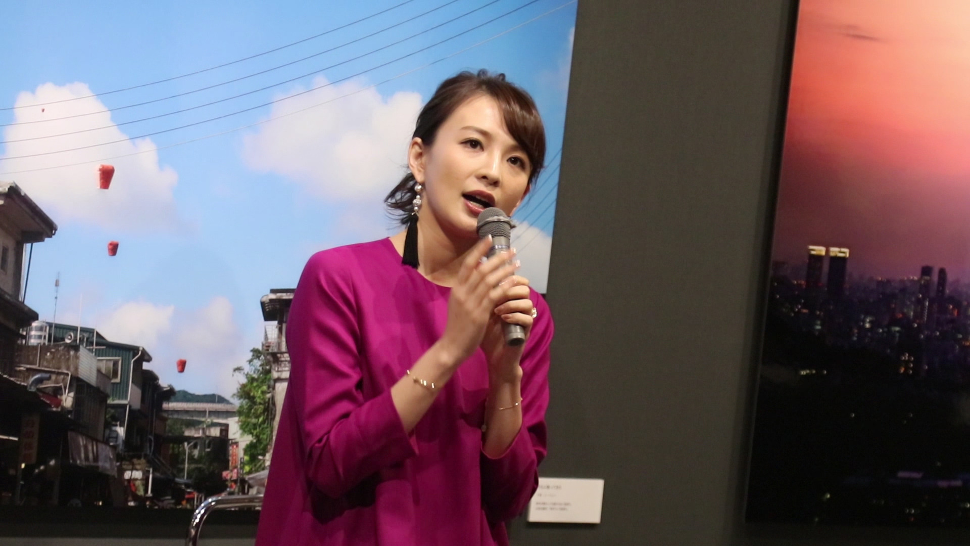 舞川あいくが写真展でトークショー開催! 台湾出身のルーツを追求したテーマで大盛況!